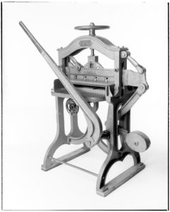 "CHALLENGE ""ADVANCE"" GUILLOTINE PAPER CUTTER (Example made after 1903?)"
